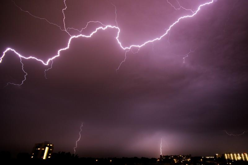 lightening-purple-sky-night-weather-thunder