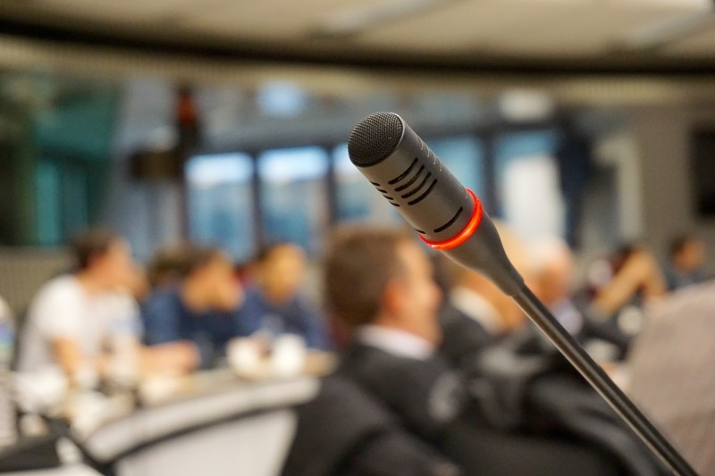 microphone-active-talk-conference-meeting-audio