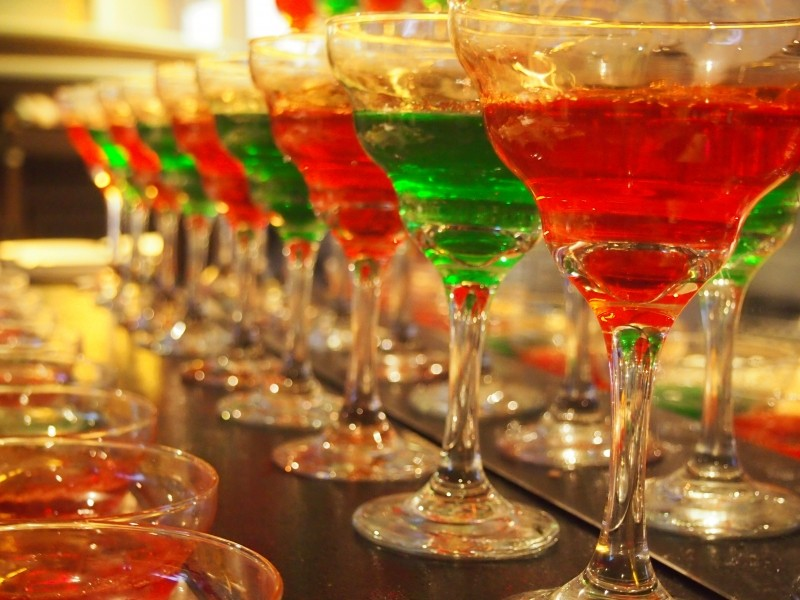cocktail-glasses-alcohol-red-green